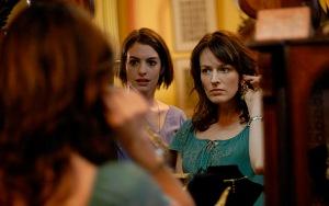 Anne Hathaway e Rosemarie DeWitt le sorelline del film
