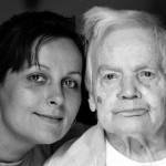 anziano e badante straniera: nuove felicità