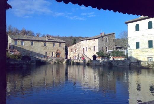 """La """"piazza"""" di Bagno Vignoni"""