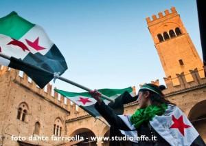Aya sventola la bandiera siriana