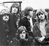 I Pink Floyd nel breve periodo in cui furono in cinque, dopo il coinvolgimento di David Gimour (seduto in basso)