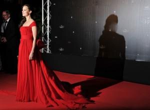 Berenice Bejò in rosso Vuitton