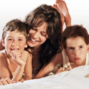 La bellissima Micaela Ramazzotti è la mamma giovani di La prima cosa bella
