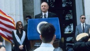 Gene hackman è il presidente degli stati uniti in potere assoluto di clint eastwood