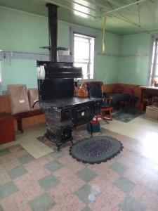 La stufa- cucina in sala da pranzo.