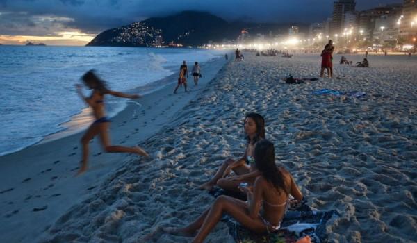 beach-rio-de-janeiro-harvey_69843_990x742