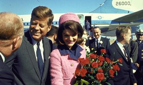 John e Jackie Kennedy al loro arrivo a Dallas, la mattina del 22 novembre 1963.