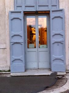 All'interno niente foto, ma ecco un furbesco scorcio del Ratto di Proserpina del Bernini!