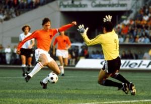 Olanda-Argentina 4-0, Cruijff evita Carnevali