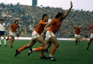 Olanda-Germania Est 2-0, Neeskens apre le marcature