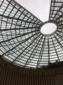La sontuosa cupola di vetro con spicchio mancante