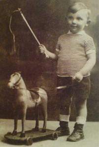 Ahron Appelfeld all'età di cinque anni