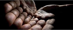...il motivo per cui stava sudando e si sentiva agitato, quasi sul punto di tremare, le mani, le dita...