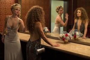 Jennifer Lawrence e Amy Adams in American Hustle