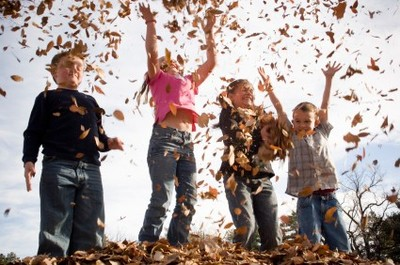 kids_playing_with_leaves_istock_000