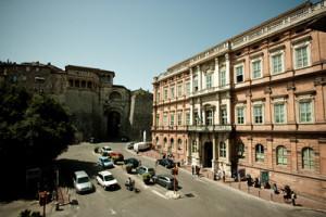 L'università per stranieri di Perugia. Molti incontri tra ragazzi di paesi diversi. Qualcuno  finirà in tragedia.