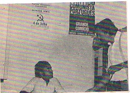 L'autore dell'articolo, Giorgio Giovagnoli, intervista il dirigente del Partito Comunista Portoghese, Edgard Valles, a Lisbona nel luglio 1974