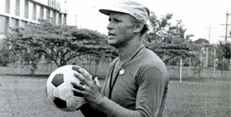 Gabriel Ochoa Uribe (Sopetrán, 20 novembre 1929) è l'allenatore di maggior successo nella storia del campionato di calcio colombiano.