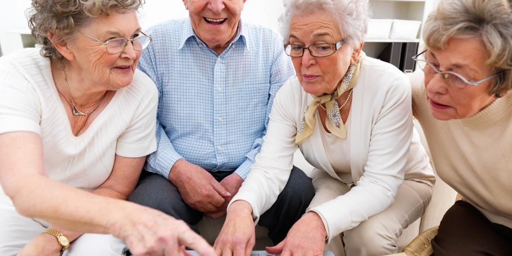 elderly-people-on-computer