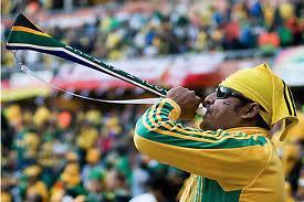 Vasco Rossi non manca mai di portare con sé la sua vuvuzuela quando va allo stadio in Sudafrica.