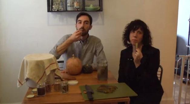Jami Attenberg e Jeffrey Yoskowitz (scrittore ed imprenditore nel campo del cibo) gustano cibo sano (forse)
