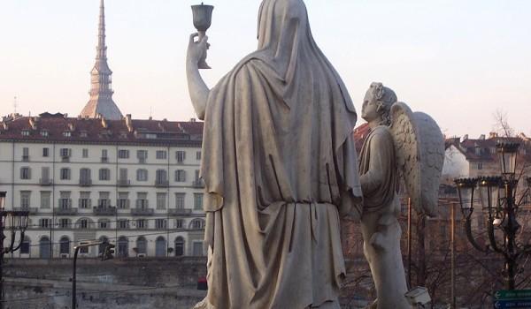 Torino. Statua della fede nella Chiesa della Gran madre di Dio.
