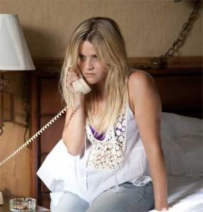 Cara Reese Witherspoon, non ti raccontare che hai rinunciato all'amore, lui non ha rinunciato a te, è solo che il suo numero non è al momento raggiungibile