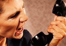 donna-arrabbiata-al-telefono_280x0