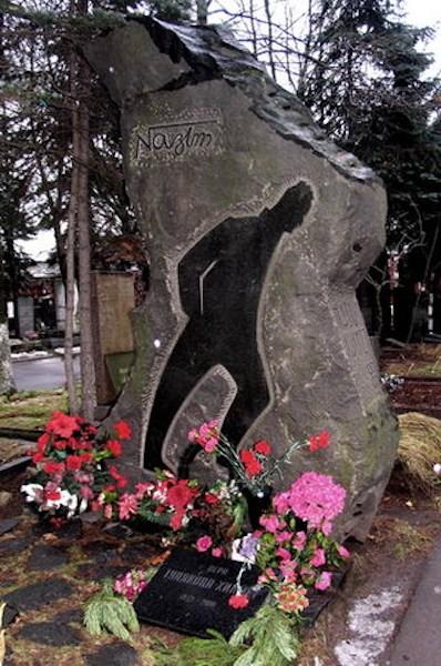 Tomba di Nazim Hikmet nei pressi di Mosca