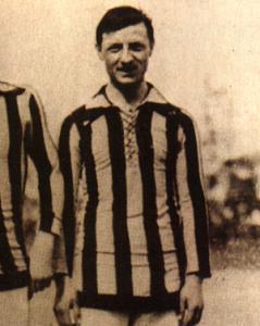 Luigi Cevenini, il terzo e forse più dotato dei cinque fratelli. Esordì in nazionale con la Svizzera. 29 presenze in nazionale e 11 reti fino al 1929.