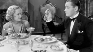 Herbert Marshall e  Miriam Hopkins: cenetta romantica con sottrazione di oggetti personali