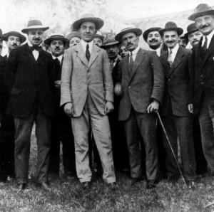 Manifestazione interventista nel 1915. Da sinistra: De Ambris, Corridoni, Mussolini.