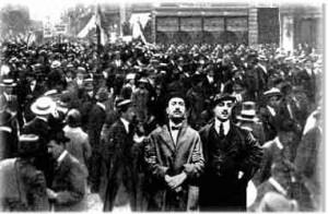Mussolini ad una manifestazione a Milano il 14 maggio.