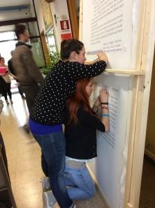 Studenti calligrafi all'opera