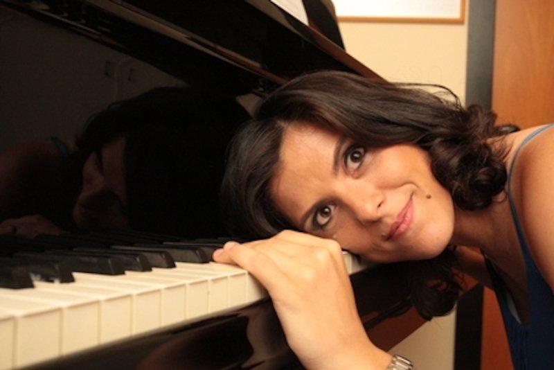 La pianista Ernesta Aufiero fondatrice dell'orchestra al femminile