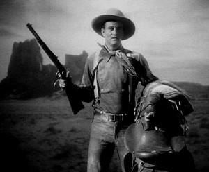 Nel west il bagaglio migliore è: un fucile e una sella (se siete John Wayne il resto non serve)