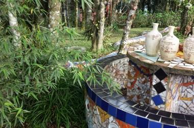 Il verde rivestito di mosaici, nel Caminho das Serpentes