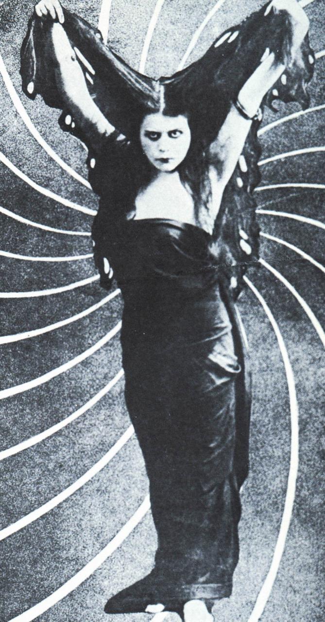 Theda Bara, prima delle dark Lady.