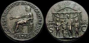 "Moneta raffigurante Livia Augusta come la ""Pietas"" e Augusto, entrambi con attributi divini"