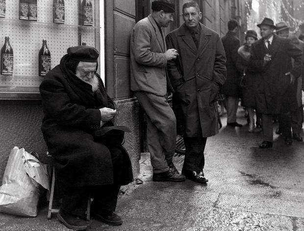 """Padre Olinto Marella chiede la carità nel """"suo"""" angolo"""