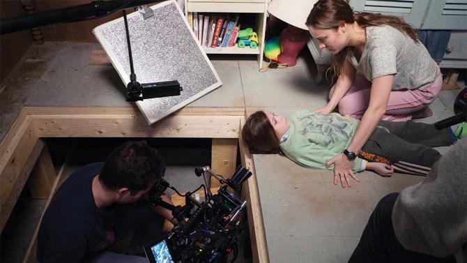 Il film è stato girato veramente in una stanza, con la macchina a mano o ricorrendo ed espedienti scenografici