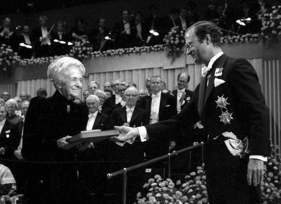 Rita Levi-Montalcini ritira il premio Nobel