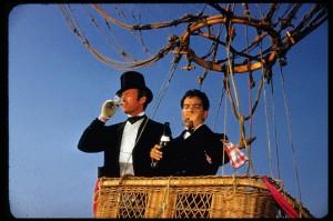 In pallone nell'indimenticabile film con David Niven e Cantinflas.