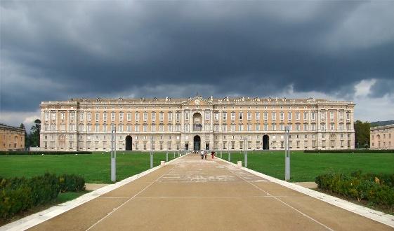 La famosa Reggia di Caserta, il palazzo reale più grande al mondo.