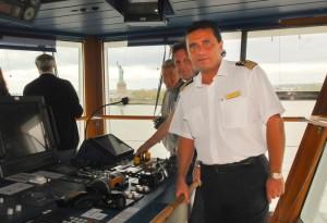 L'ex comandante Francesco Schettino nella plancia di comando.