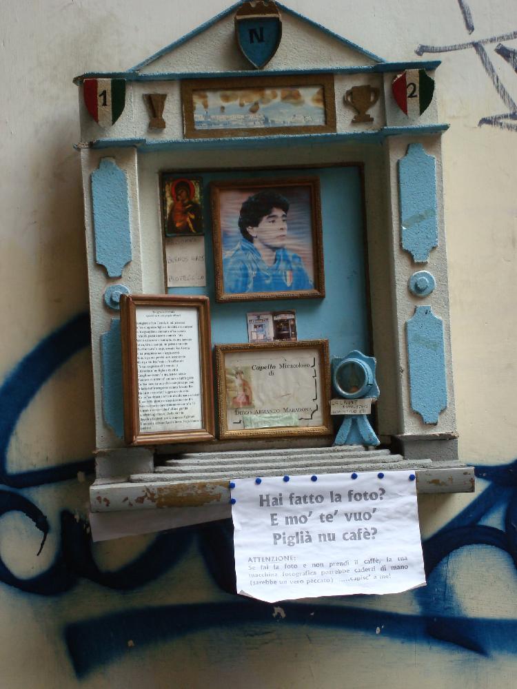 Edicola con capello di Maradona, Napoli