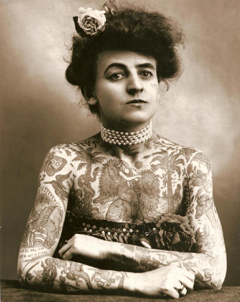 Artista circense tatuata, 1910
