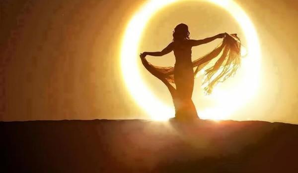 donna in cerchio di sole