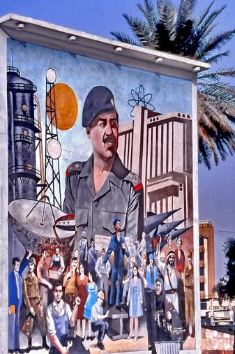 Bagdad, murales raffigurante Saddam Hussein, 1990, foto di Gerard Eder