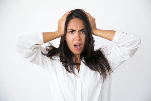 stressata-donna-preoccupata-scioccata-da-notizie-inaspettate_1262-20963